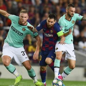 Champions: l'Inter sfiora l'impresa al Camp Nou, il Napoli delude