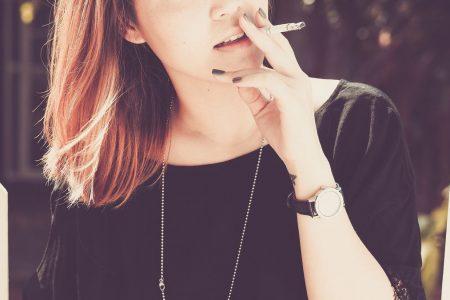Sigarette, i rischi sulla salute delle donne