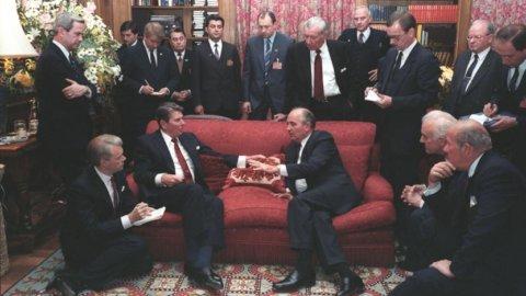 ACCADDE OGGI – Usa-Urss: primo vertice Gorbaciov-Reagan nel 1985