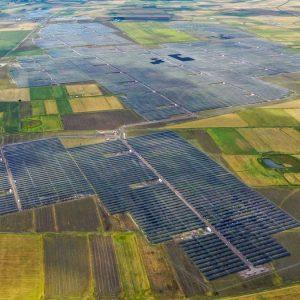 Energia elettrica: sprint delle rinnovabili ma rischi in agguato