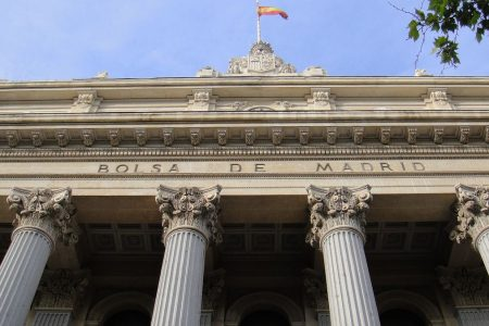 Borsa Madrid, sfida tra Parigi e Zurigo. Auto in calo