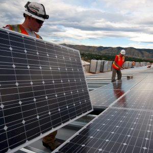 Energia: consumi e prezzi in picchiata. Ma attenti al rischio blackout