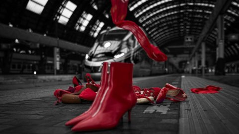 Fs Italiane: scarpe rosse contro la violenza sulle donne