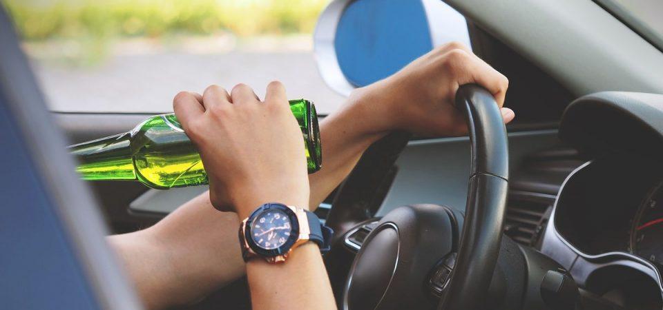 Uber: meno incidenti auto, ma più abuso di alcol