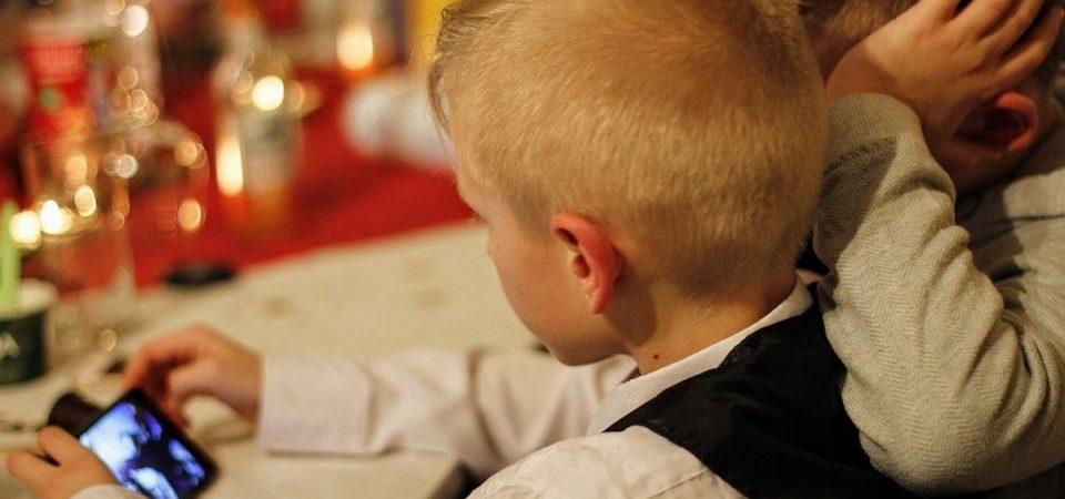 In rete con i ragazzi: guida per un uso equilibrato del web