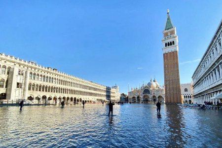 """Venezia, Brunetti: """"Il modello basato sul turismo va cambiato"""""""