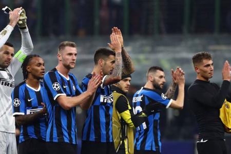 Champions: l'Inter è fuori, il Napoli si qualifica ma caccia Ancelotti