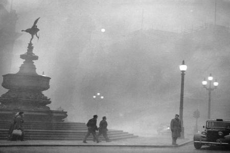 """ACCADDE OGGI – Il """"Grande Smog"""" si abbatte su Londra nel 1952"""