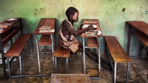 """Steve McCurry: """"il mondo che legge"""" raccontato attraverso la fotografia"""