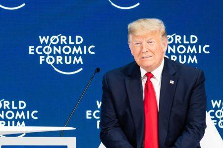 """Trump a Davos contro Greta: """"Basta ai profeti di sventura"""""""
