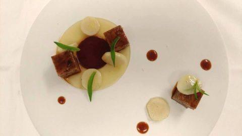 La ricetta di Max Mandozzi: terrina di coda di bue alla vaccinara, birra, verbena, mela e topinambur