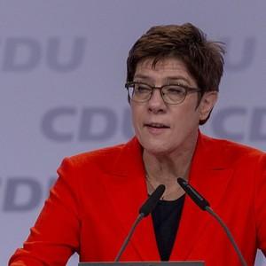 Germania, ribaltone Cdu: l'erede di Merkel  si dimette