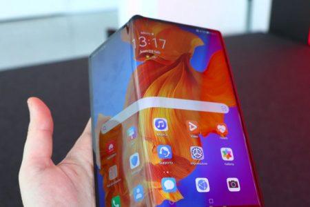 Huawei, il nuovo smartphone pieghevole costa 2.600 euro