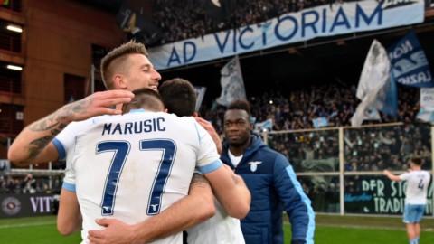 La Lazio espugna Genova e risponde alla Juve, la Roma si riscatta