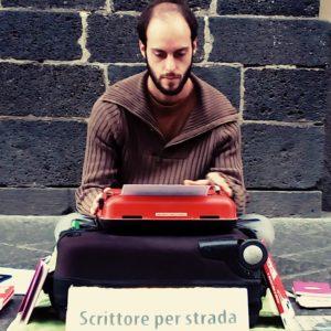 Intervista a Walter Lazzarin: scrittore per strada (momentaneamente in casa)