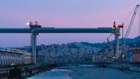 Genova, il governo si arrende: il ponte a Autostrade
