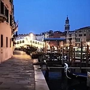 Venezia, Covid-19 spinge a frenare il turismo mordi e fuggi