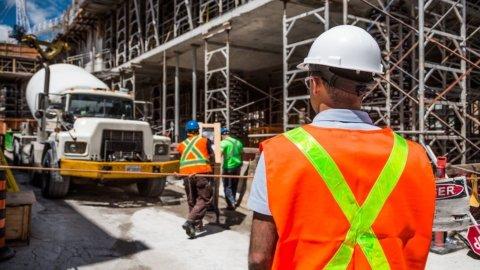 Cantieri edili: chi paga gli indennizzi per la sospensione dei lavori?