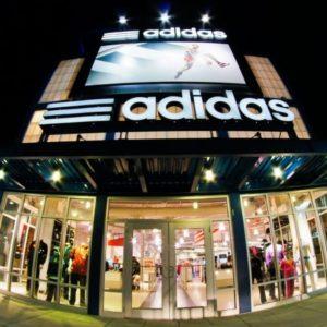 Adidas non paga più gli affitti: polemiche in Germania
