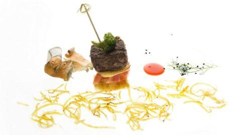 La ricetta di Fabrizia Meroi: hamburger di cervo, olio di betulla, ketchup di rosa canina