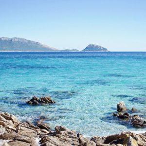 """Covid, Sardegna contro tutti: """"Non siamo terra di focolai"""""""