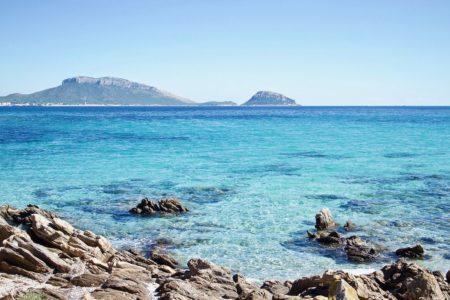Sardegna dietrofront: Solinas ci ripensa e apre le porte ai turisti