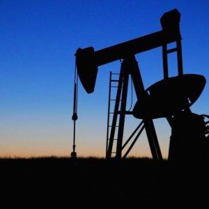 Il petrolio infiamma la Borsa: Eni, Saipem e Tenaris volano