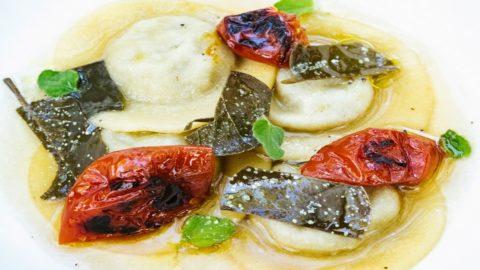 La ricetta di Martina Caruso:  bottoni di melanzane, brodo di nepitella foglie di cappero