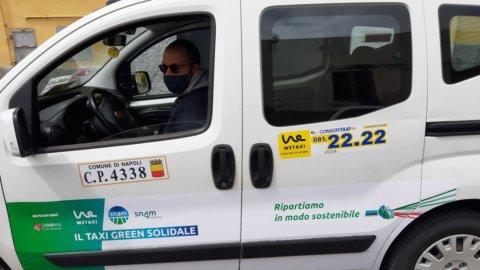 Covid a Napoli: la solidarietà green dei taxi