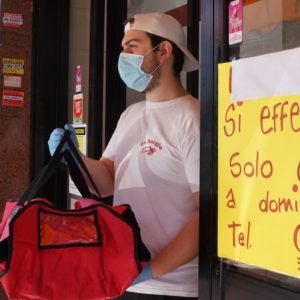 Bar e ristoranti, si riparte ma solo con take away e food delivery