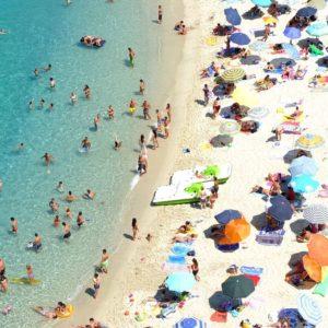 Ferragosto anti-Covid: i divieti per spiagge, locali e discoteche