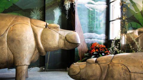 Una famiglia di ippopotami: set di un bagno del mondo stravagante di Les Lalannes
