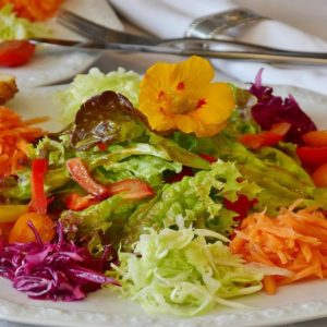 Alimentazione, vitamina C e immunità: conosciamole meglio a tavola