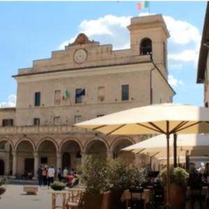 Montefalco celebra la ripartenza con un mega pranzo all'aria aperta