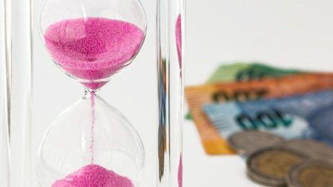 Salario minimo per legge: il pressing di Catalfo e Cinque Stelle
