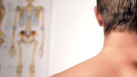 Fisioterapia di base: gli esercizi facciamoli (bene) anche da soli