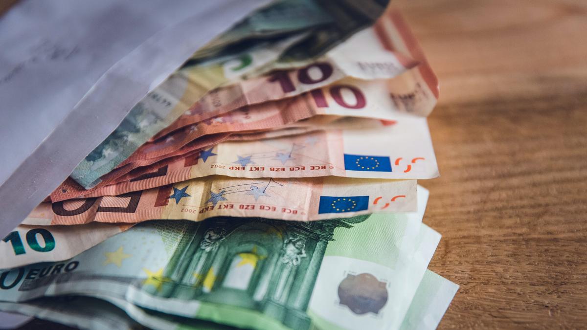 euro in banconote (reddito di emergenza)