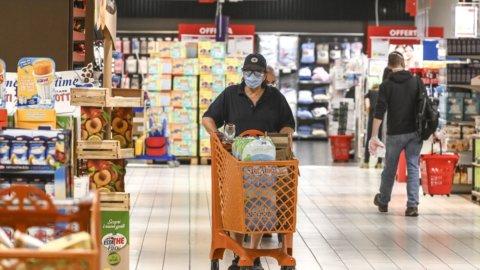 Centri commerciali: meno clienti, ma spendono di più