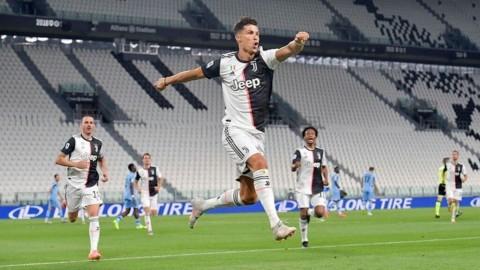 La Juve batte l'Inter e resta in corsa Champions, alla Roma il derby