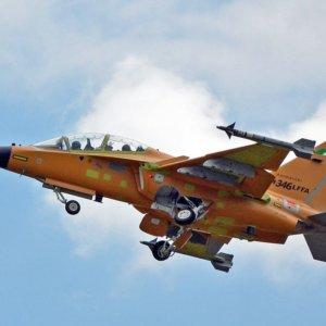 Leonardo, primo volo per l'M-346 con radar Grifo
