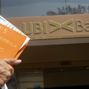 Borsa, Ftse Mib sotto quota 20 mila malgrado l'impennata Ubi