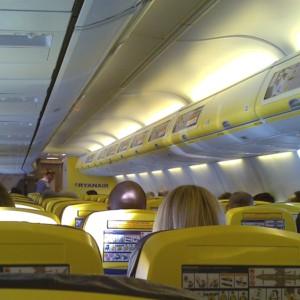 Voli Ryanair: norme anti-Covid violate, Enac minaccia lo stop