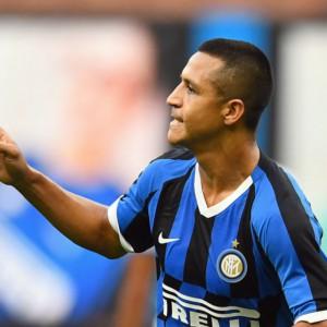 L'Inter festeggia con la goleada, il Milan inciampa