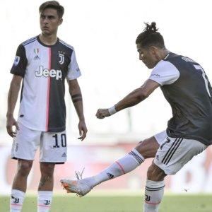 Crollo Lazio, la Juve vola a +7