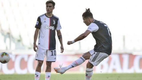 La Juve ringrazia la Roma: ora match point scudetto con la Lazio