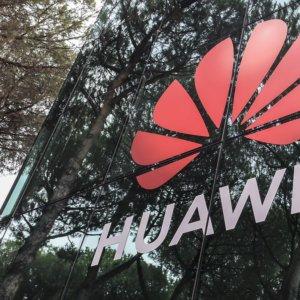 Uk, Johnson esclude Huawei dal 5G e si allinea a Trump