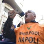 """Whirlpool: """"Chiudiamo il 1° novembre"""". Proteste a Napoli"""