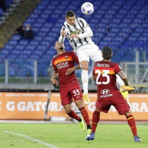 A Roma CR7 vola in cielo e salva la Juve, ok Milan e Napoli