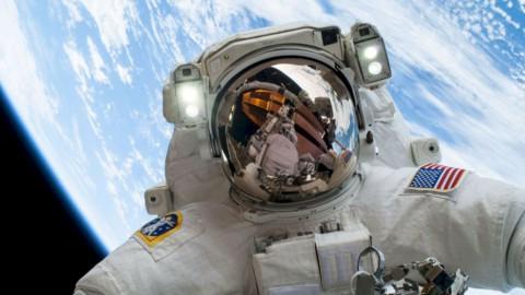 Astronauta della Nasa nello spazio
