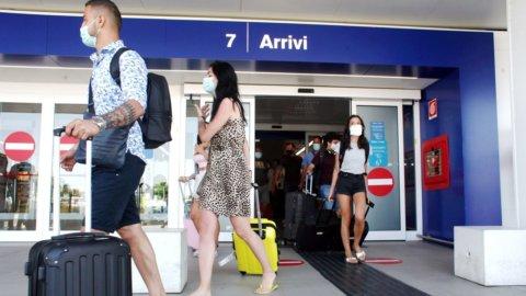 Viaggi e turismo, l'Ue: meno vincoli in estate. La Grecia riapre